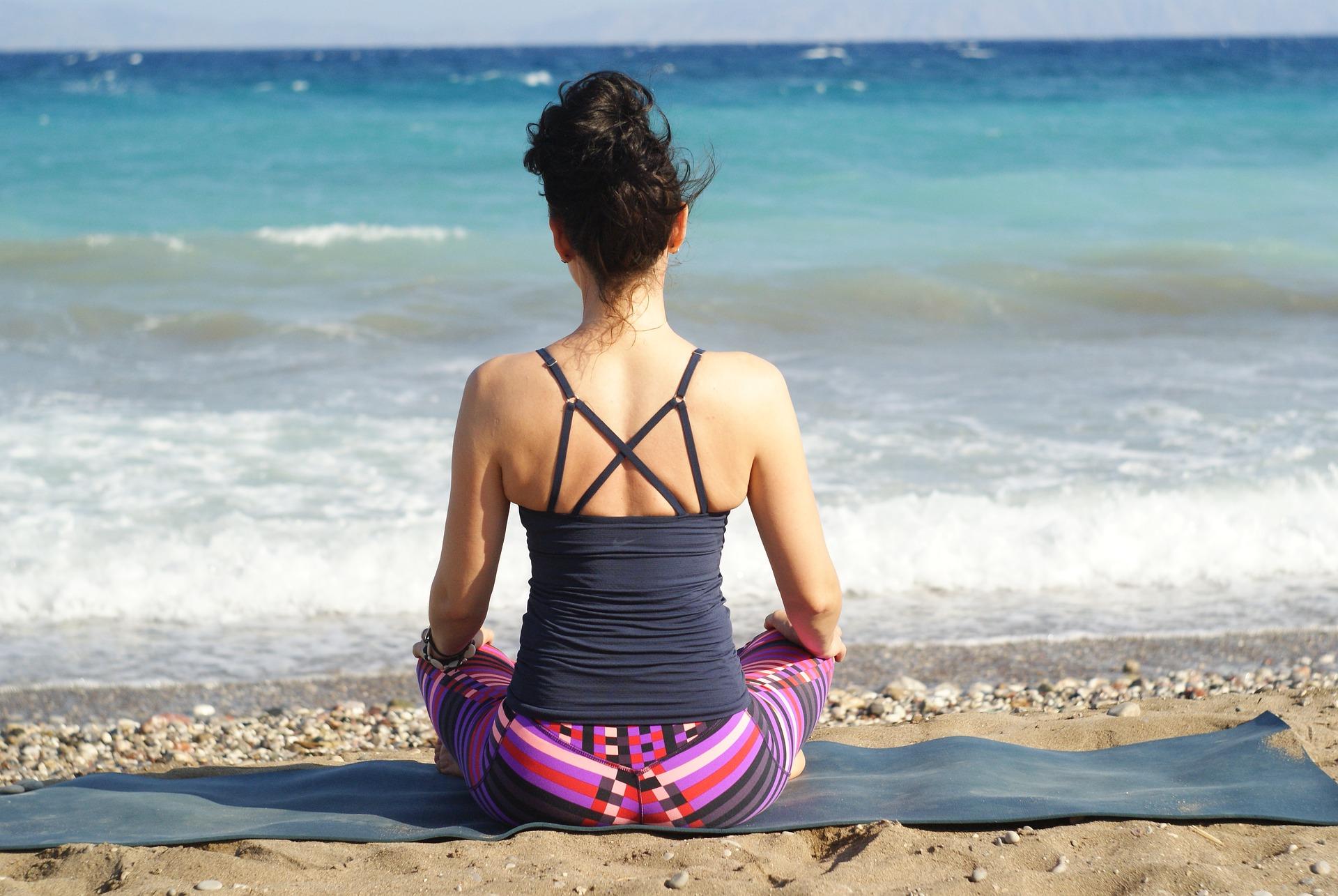 méditation face à la plage